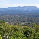 30. Pogled na Kras, Nanos, zadaj Trnovski gozd