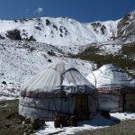 76. Pogled od yurt campa tja gor na sedlo